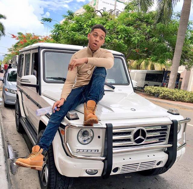 image of rapper lil bibby in his car