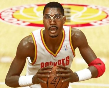 Image of Hakeem Olajuwon net worth