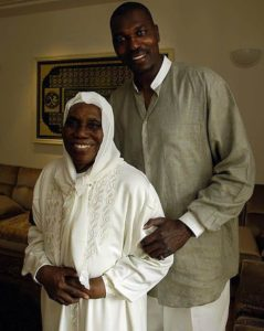 Hakeem Olajuwon and his mother Abike Olajuwon