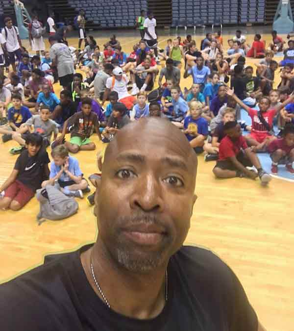 Kenny Smith clicking selfie with his basketball team mates