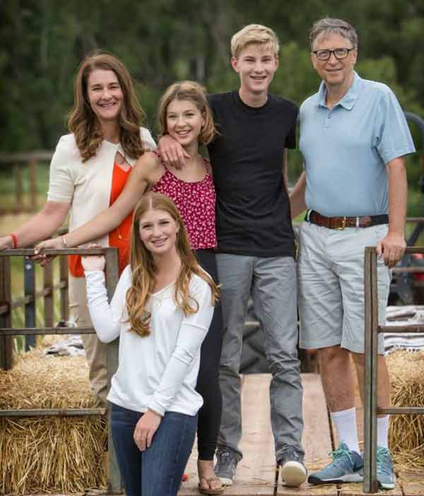 Image of Rory John Gates with his family (Father (Bill Gates), mother (Melinda Gates) and his siblings.)