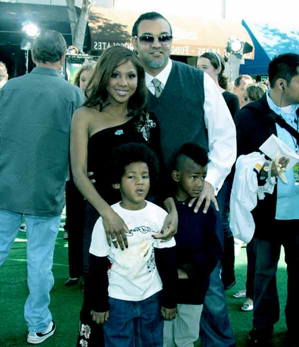 Image of Toni Braxton with her husband Keri Lewis and with their kids